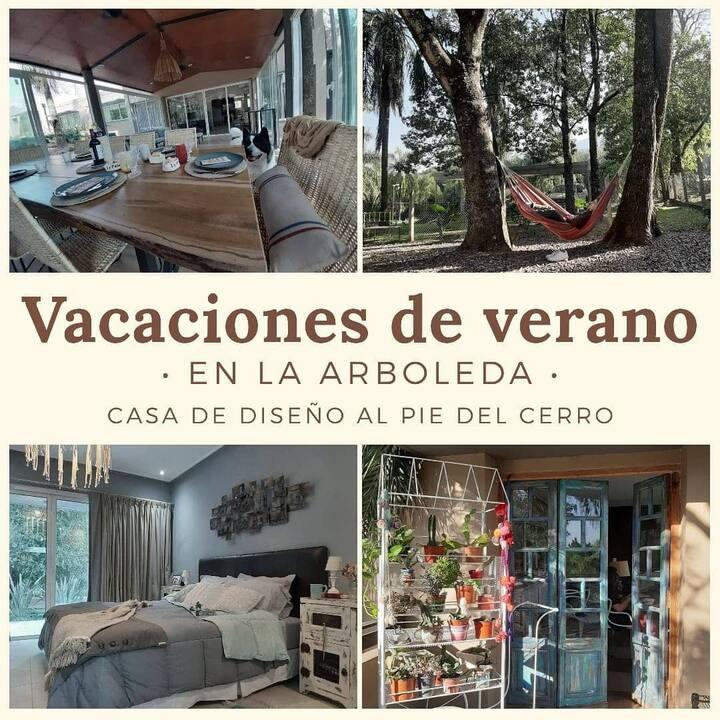 Casa de diseño en country al pie de Villa Nougués