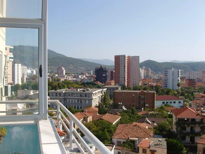 Appartamento con 3 stanze a Elbasan, con splendida vista sulle montagne, balcone attrezzato e WiFi