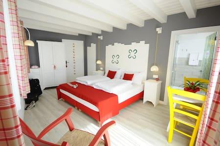 Stanza luminosa e romantica - Romallo - Bed & Breakfast