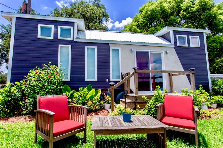 The Universal- Lakefront Tiny House