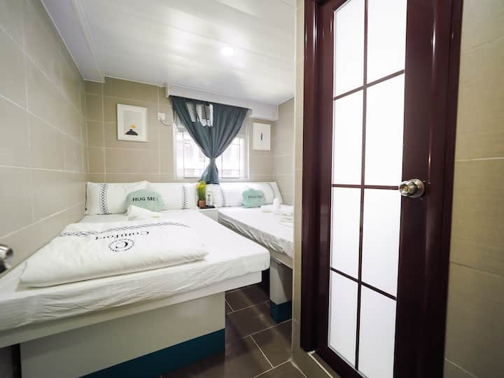 7 Persons Room ( 7 人房 ) +Private Bathroom