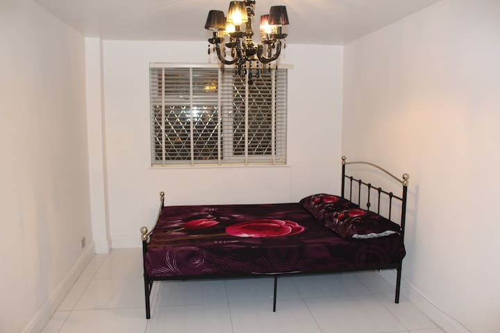 LUXURIOUS 2 BED HOUSE  with GARDEN CENTRAL LONDON - Lontoo - Talo