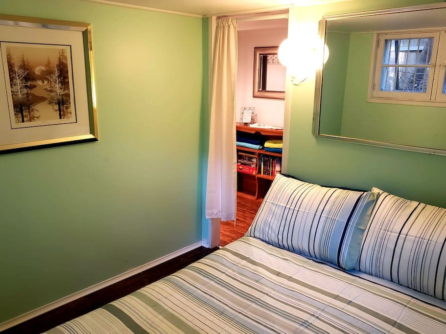 Owl Room: Get away from it all and cozy into our queen-sized bed with a good book. Perfect for couples and starfish-ers alike!