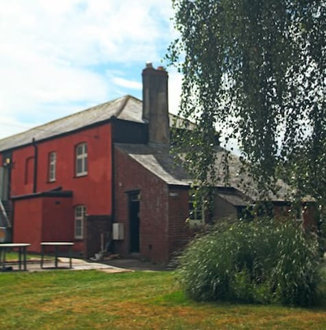 Exmouth Country Cottage, Sleeps 16