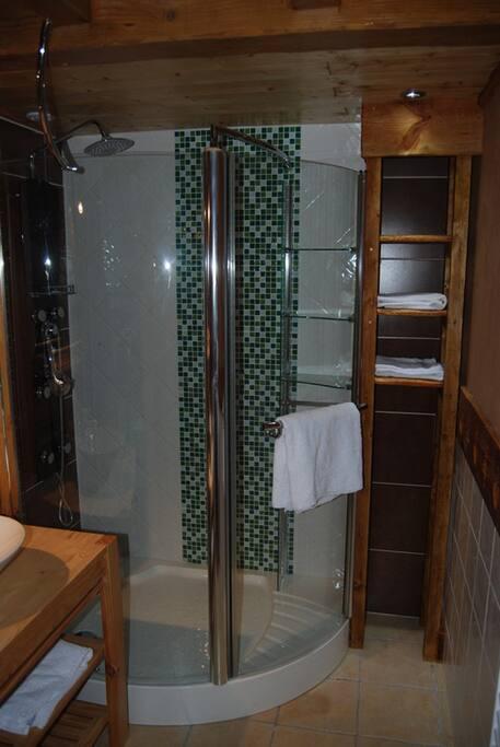 spa calme et authenticit au coeur des alpes chalets louer nancy sur cluses auvergne. Black Bedroom Furniture Sets. Home Design Ideas