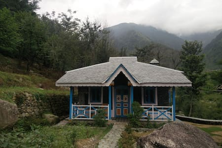 Khaniara village style stone cottage in Palampur - Palampur