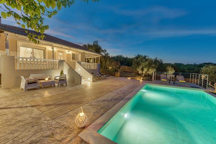 Oliveto Villa, amazing sea views over your pool.