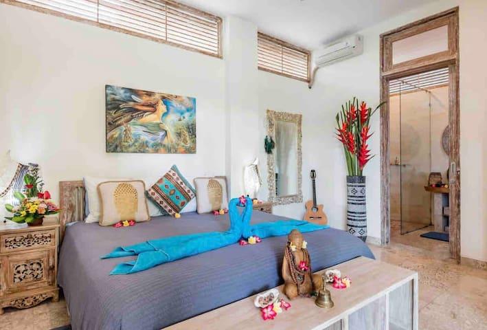 Ground floor, romantic master bedroom