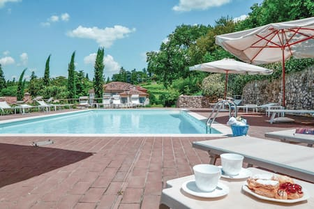 Holiday apartment with 1 bedroom on 70m² in Colognola ai Colli