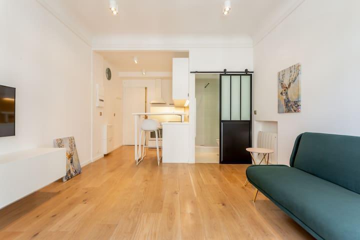 Elegant, Stylish Haussmannian Apartment Near Opera