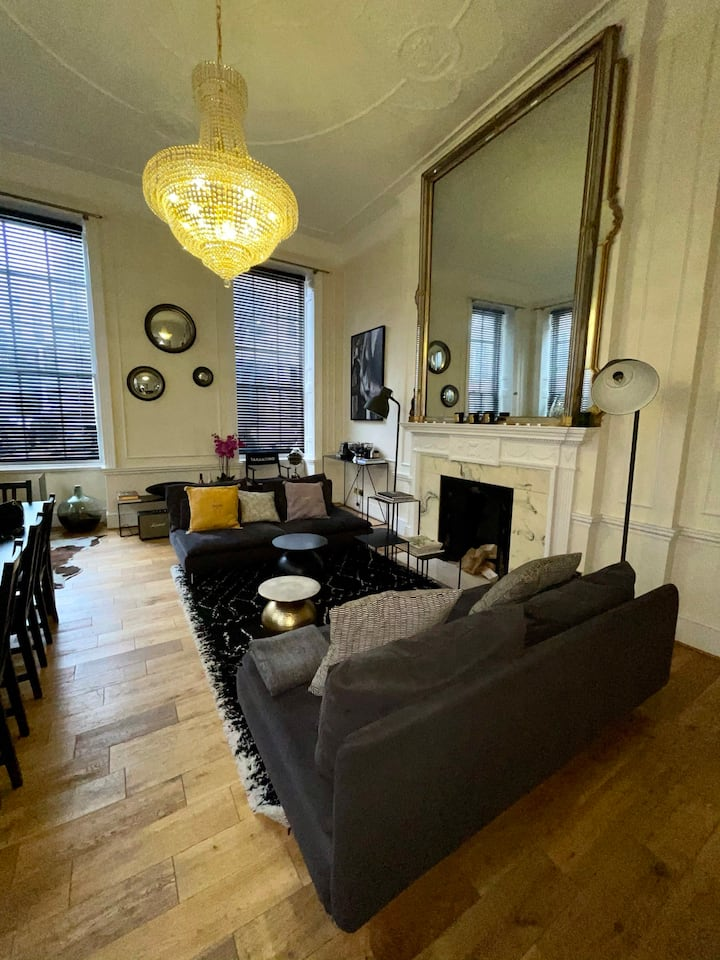 Beautifully Furnished 2 Bed Apartment