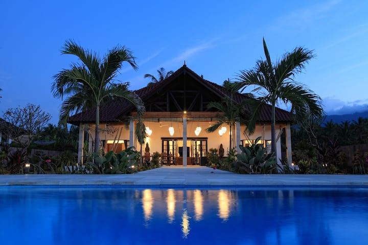 Beachvilla with cook, pool, staff  tropical garden