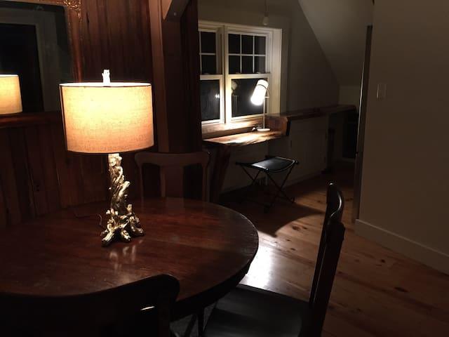 Cozy Artist's Loft - Lancaster - Byt