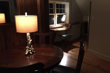 Cozy Artist's Loft - Lancaster - Appartement