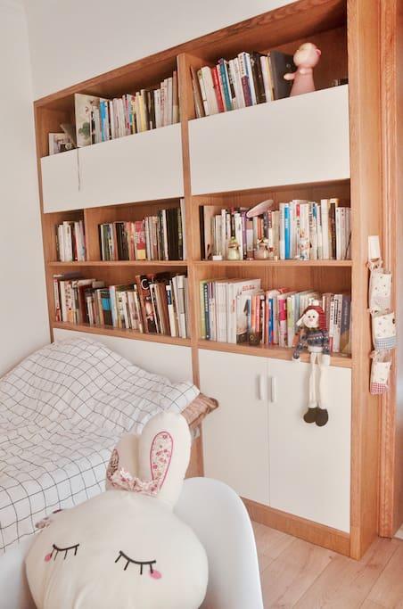 另一侧书架