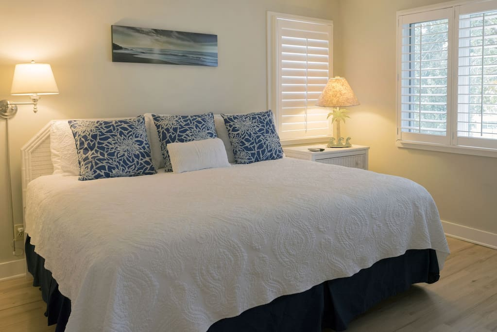 The 1st bedroom on the main floor has a king size bed & en-suite bath.