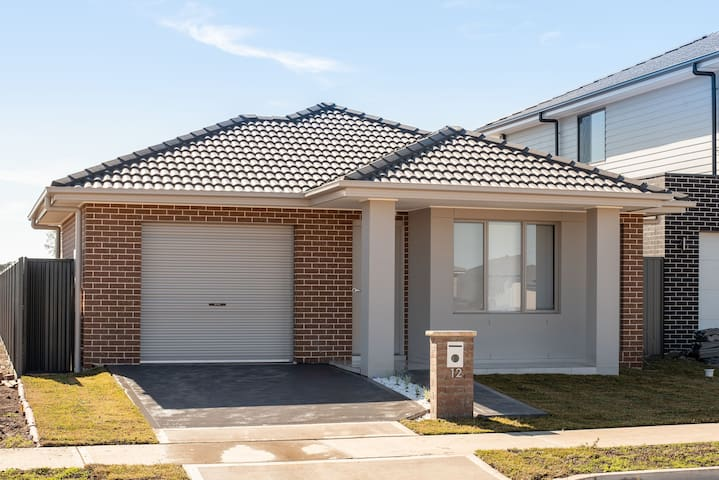 New house at Jordan springs 7 km from Penrith.