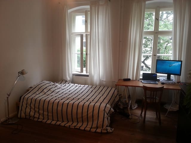 Cozy room close to Gesundbrunnen for 1-4 people - Berlim - Apartamento
