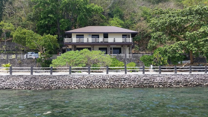 Your Own Mini Seafront Dive Resort - Mabini - Hus