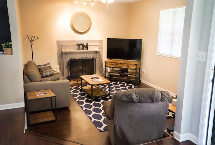 Pet-Friendly Cozy 2BR - Minutes from Nashville/BNA