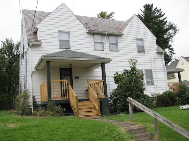 Fairmont Short & Extended stay duplex-whole house