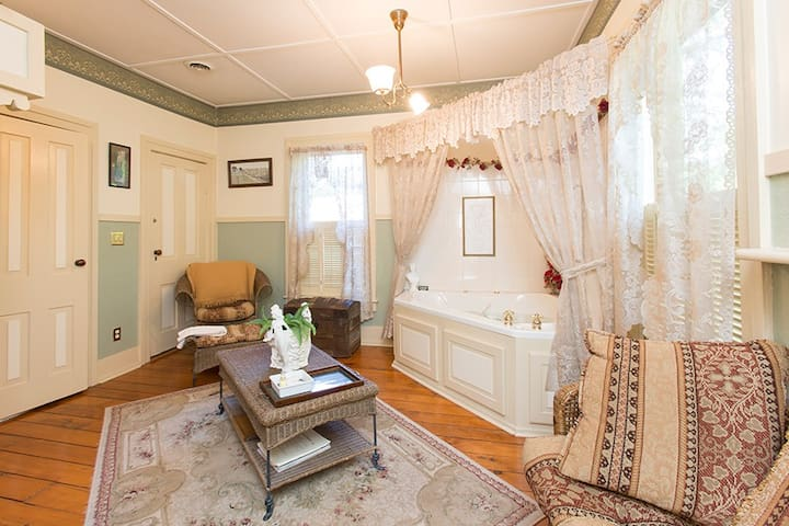 Elegant rooms with private baths. - Mazomanie - Bed & Breakfast