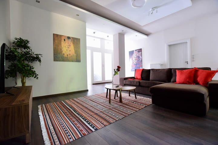 Hi5 Apartments 74 - 2 bedroom beautiful apartment