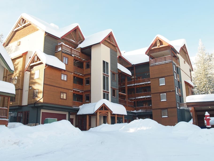 cascade-lodge-exterior-02
