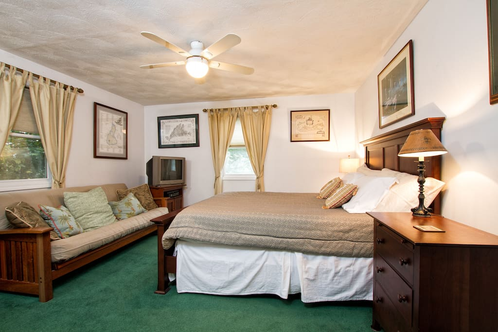 Guest bedroom 2 with queen bed and futon