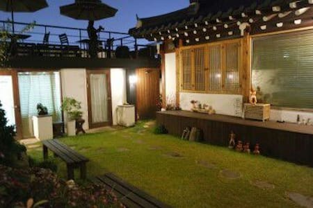 전주한옥마을골목에있는 사랑방 - 獨棟