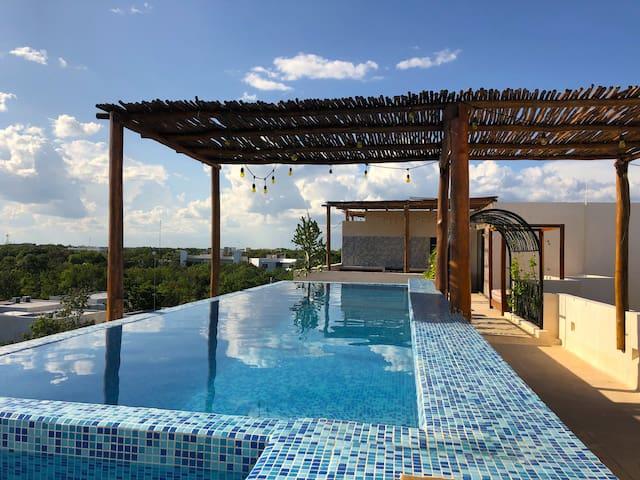 Design Jungle Loft | Infinity Rooftop Pool
