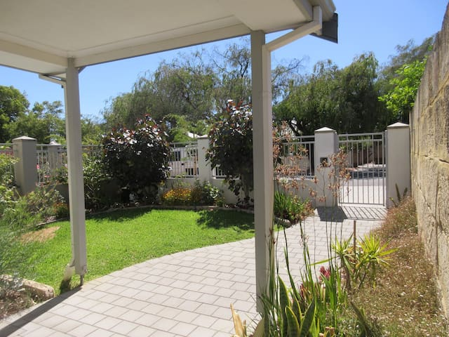 Beautiful & spacious home.  10 min from Perth CBD!