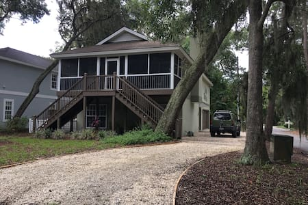 Turtle Cottage, 2 BR, private bath, pets ok