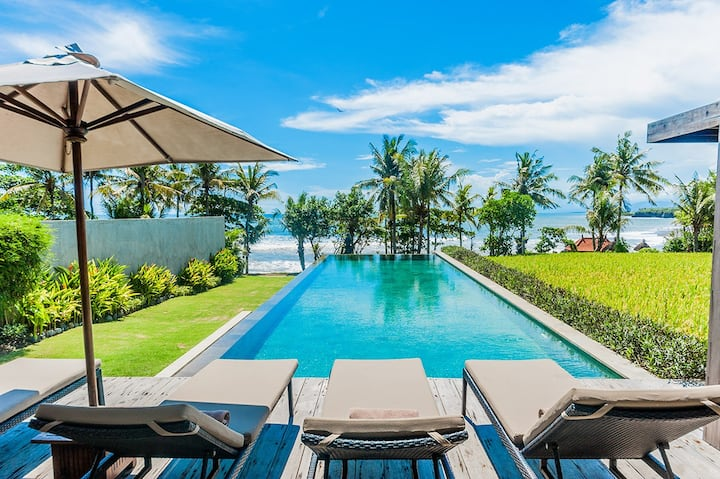 Mengening Villa-Absolute Beachfront. Free Car&Chef