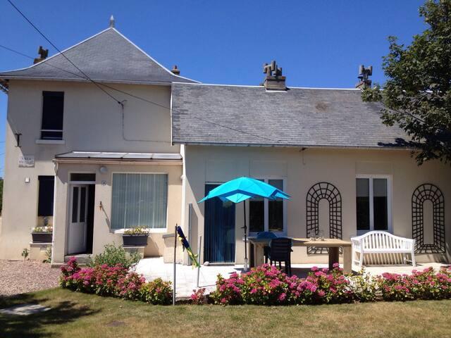 Sfeervolle villa aan zee, 4 tot 8 p - Mesnil-Val - Villa