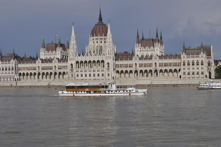 Budapest by Bike - Máriahalom - Haus