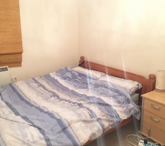 Newcastle under lyme, simple and warm room - Newcastle-under-Lyme - Apartament