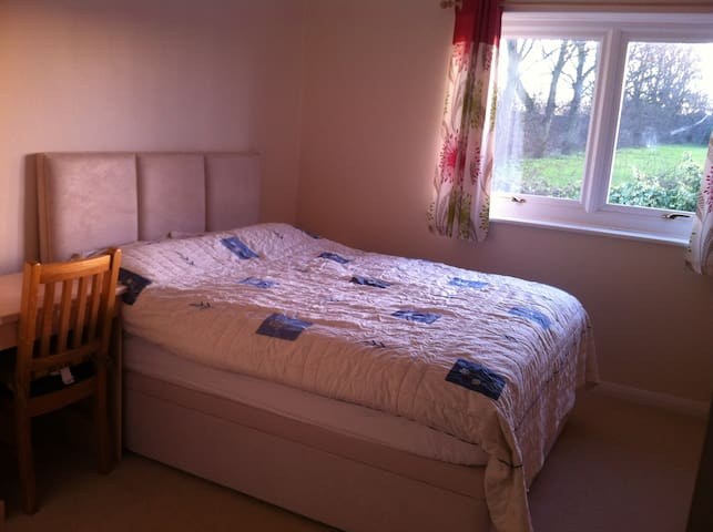 Big comfy double bedroom in Rochester - Rochester - House