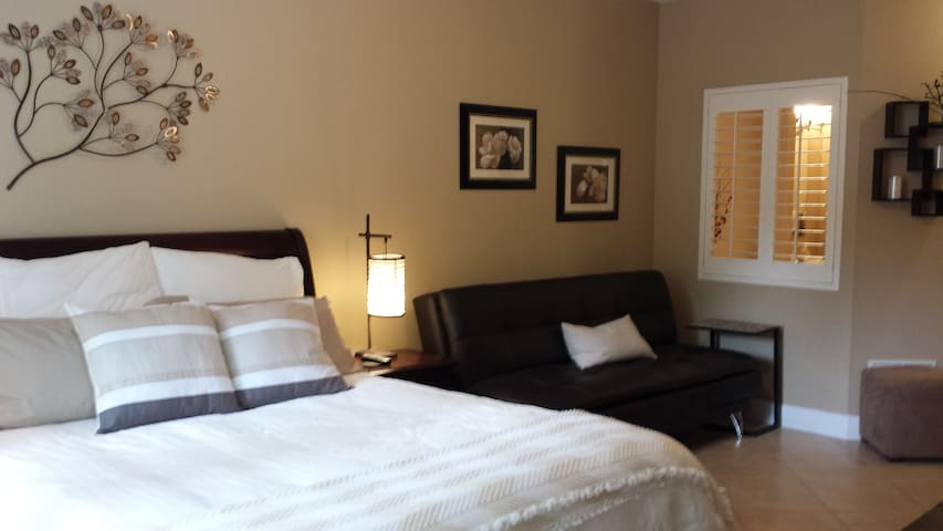 1Br Condo Steps from Amazing Pool