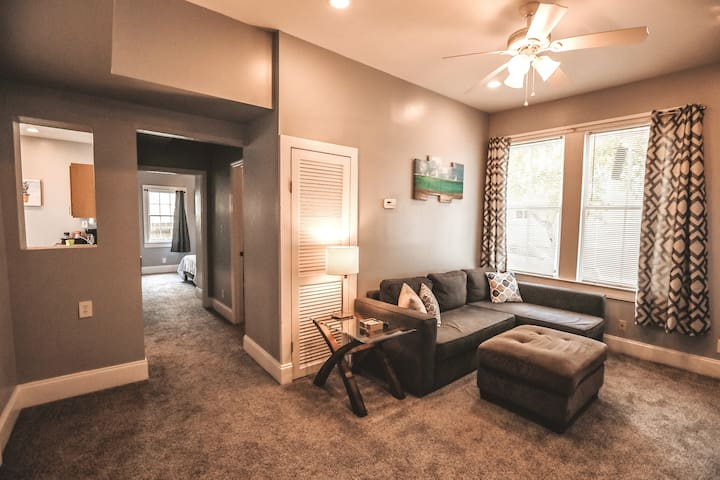 Centrally Located 2/2 in Historic Downtown