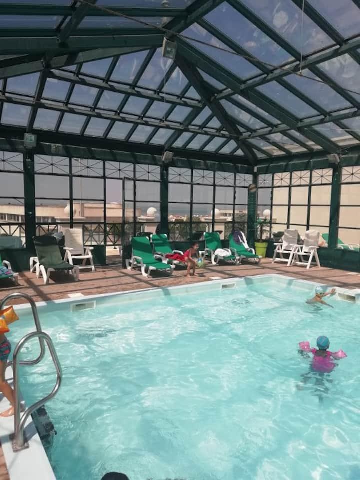 2 pièces + terrasse dans résidence avec piscine
