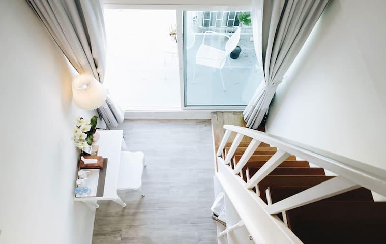 1 BDR in Silom, Rooftop Duplex room, 450m to BTS