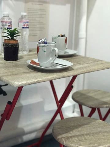 Dining table with complete dinnerware
