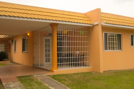 University area & close to Bob Marley Museum - Kingston  - Apartamento
