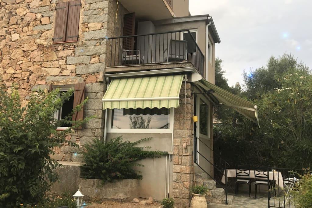 Maison en pierre de taille houses for rent in sarrola for Maison pierre de taille