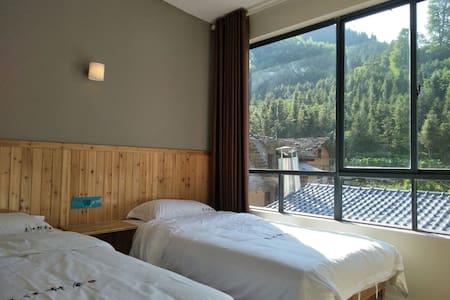 东江湖景区内标准双床房  3