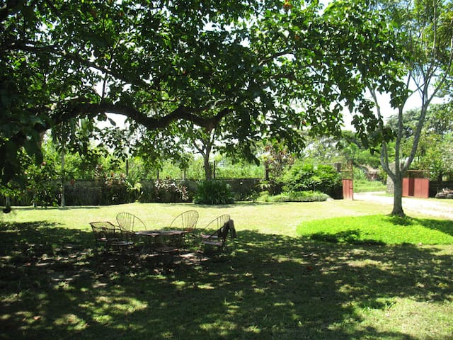 Ancestral Sugarcane Plantation Home - Silay City - Aamiaismajoitus