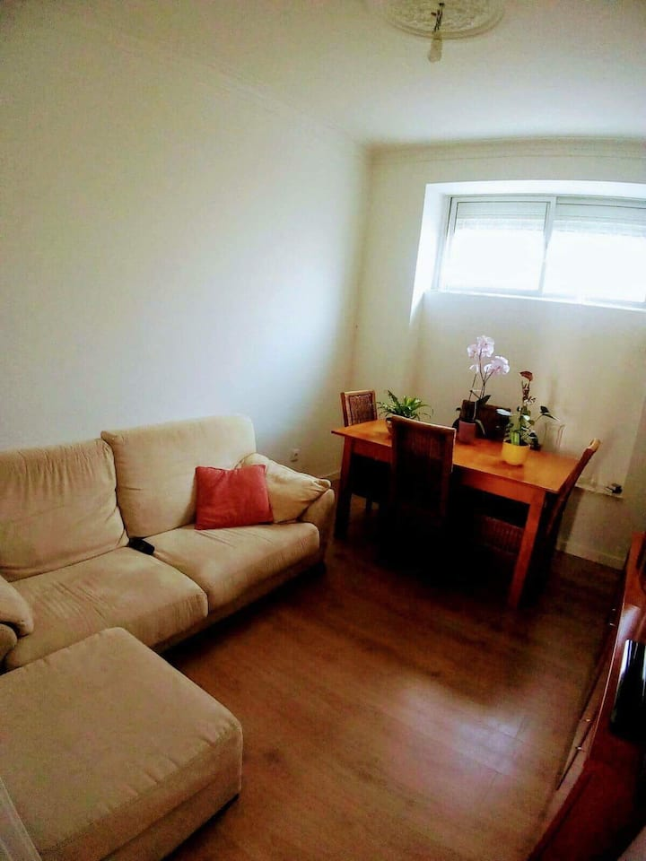Single room in a cozy apartament Queluz/Lisbon