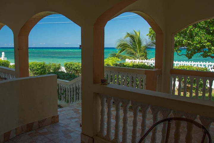 Calypso (unit 2) - Seafront Condo Amazing Value