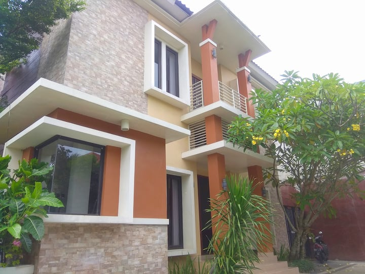 Full House 7 Bed Room Dial Homestay by FH Stay